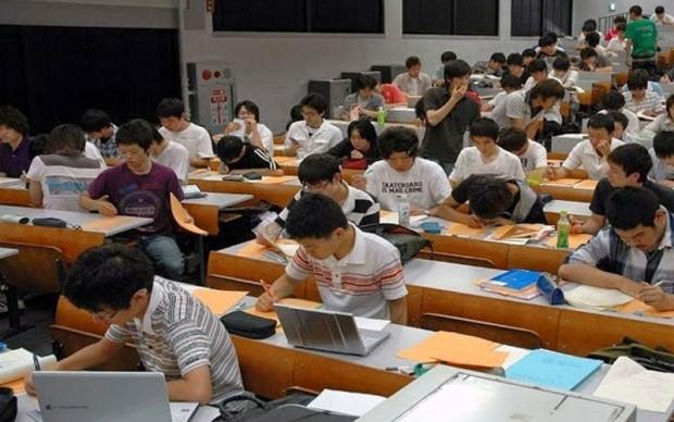 Wah Kuliah Diluar Negeri Nggak Perlu Pusing Mikirin Skripsi Dan Juga Absen Lho Info Bekasi