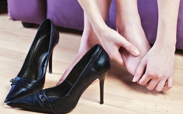 Ternyata Terlalu Sering Memakai Sepatu High Heels Dapat Merugikan Kesehatan