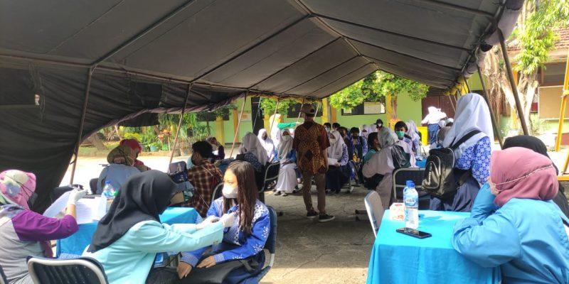 Vaksin Covid-19 di SMP Negeri 3 Kota Bekasi